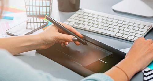 devenir-graphiste-freelance-avec-une-tablette
