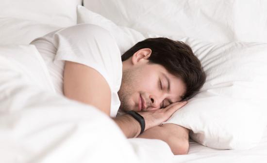 homme-endormi-avantages-du-teletravail